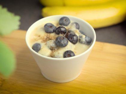 Krem jaglany z borówkami, zdrowa odkwaszająca propozycja na śniadanie – przepis