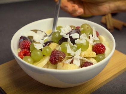 Owocowa słodycz, prosta sałatka wzmacniająca żołądek – przepis